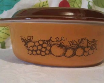 Vintage Pyrex Old Orchard O43 Oval Casserole with Lid