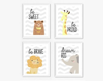 Poster camera bambini Illustrazione Be sweet orso Be proud giraffa Be brave leone Dream big elefante Quadri animali decorazione cameretta