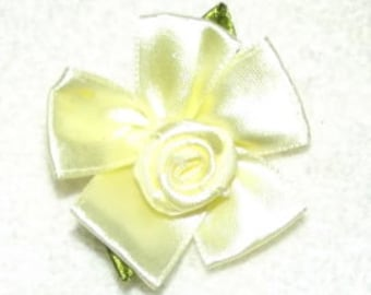 """large 2""""  ribbon roses appliques daisy like flowers"""