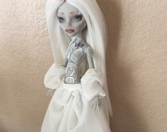 Monster Doll High Repaint. Caribbean White Witch SOLD on LWY 2 of 3 for P.