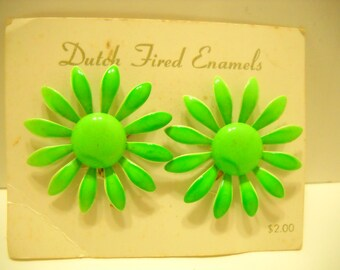 Vintage 1960s Lime Green Enamel Daisies Clip Earrings (7718) Dutch Fired Enamels