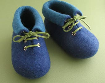 Soft kids' shoes, pram shoes, felted baby shoes, baby slippers, merino wool baby shoes, soft comfort, leather laces, colour blue