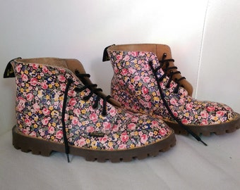 90s Dr. Marten's Pastel Pink  Floral Boots size UK 1//US 2//Euro 33// kids shoes