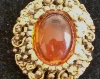 A Beautiful Vintage Antiqued Gold Tone Brooch/Pin