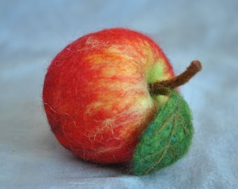 Real size needle felted apple/Kitchen Decoration : Red Apple