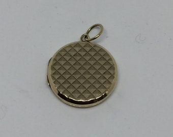 9ct gold back and front locket