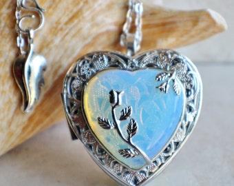 White Quartz music box locket, Music box locket, Music box pendant, Silver locket, Heart shaped locket, Music Box necklace, Photo locket