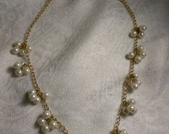 Vintage Avon Gold Tone Pearl Cluster Necklace 16 Inches