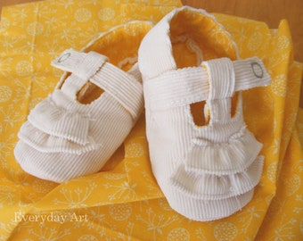 Baby Shoe Pattern - Lemon Meringue (Ruffled Mary-Jane)