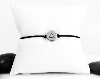 Triangle Bracelet, Bracelet, Geometric Bracelet, Geometric Jewelry, Friendship Bracelet, Minimal Bracelet, Triangle Charm, Triangle Jewelry