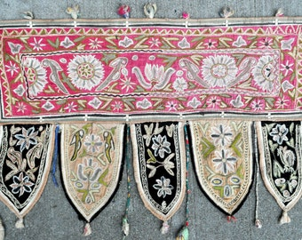 "Old Wall hanging Hand Embroidery Textile - 26"" x 17"" - 66 x 43 cm. - Free shipping!"