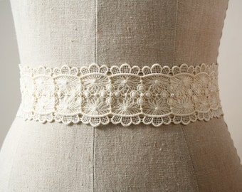 Ivory Lace Sash, Bridal Sash, Scalloped Lace, Bridal Belt