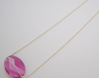Women with oval Pearl Necklace Swarovski pink