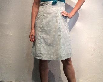 Robe à bretelles forme près du corps en coton blau claire très légère empiècements en coton turquoise