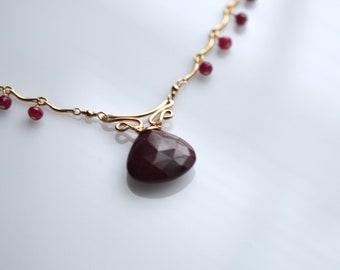 Valentina - Ruby, 14 k or rempli collier minimal Collier en rubis || Pendentif en rubis || Pendentif rouge