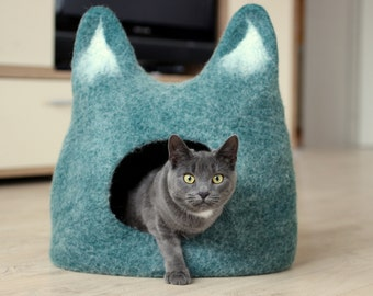Emerald cat bed - cat cave - cat house - eco-friendly handmade felted wool cat bed - emerald green with natural white - made to order