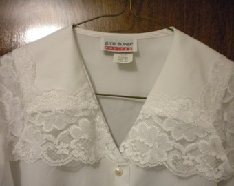 CLEARANCE 1970s Judy Bond Secretary Blouse With Lace Collar, 10P, Small