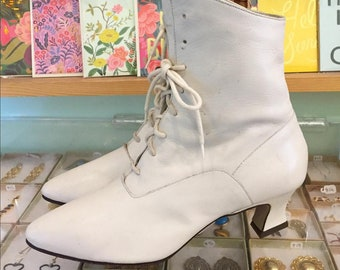 Vintage 80s leather Lace Up White Witch Booties by NINE WEST  Size 7 1/2 M (may fit size 7)