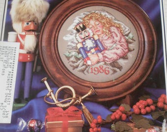 Cross Stitch & Country Crafts, Nov/Dec 86, Christmas Ornaments, Needlekeepers, Jewelry