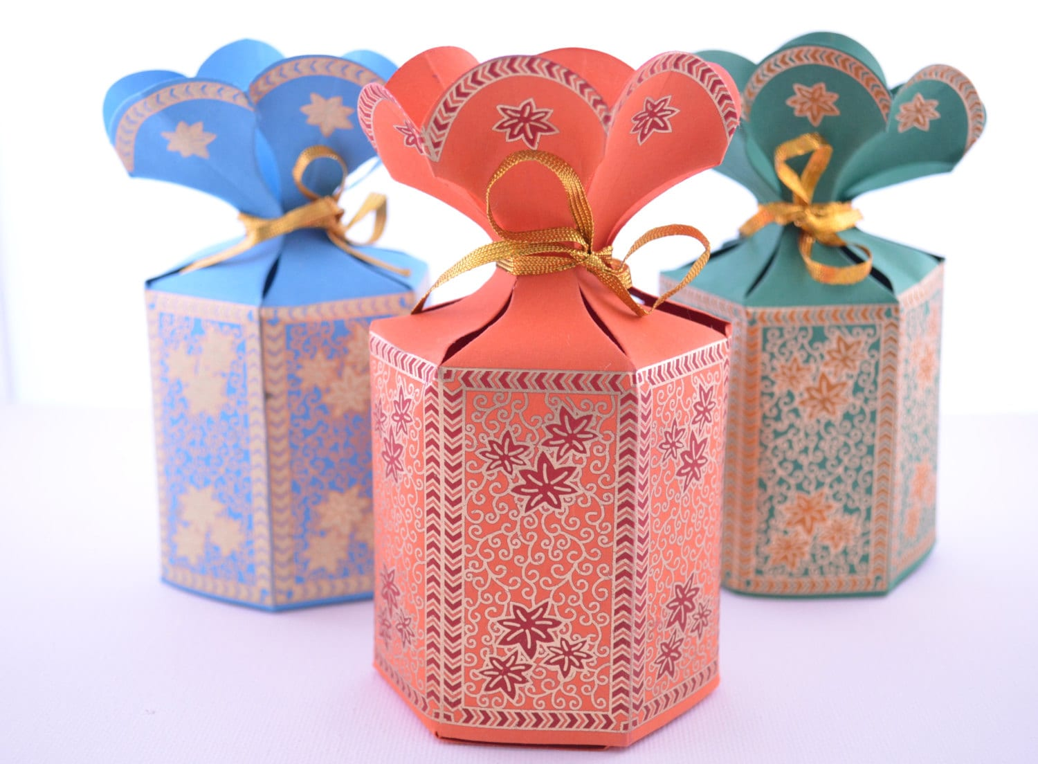 Mehndi Party Bags : Favor gift box with flower top wedding party