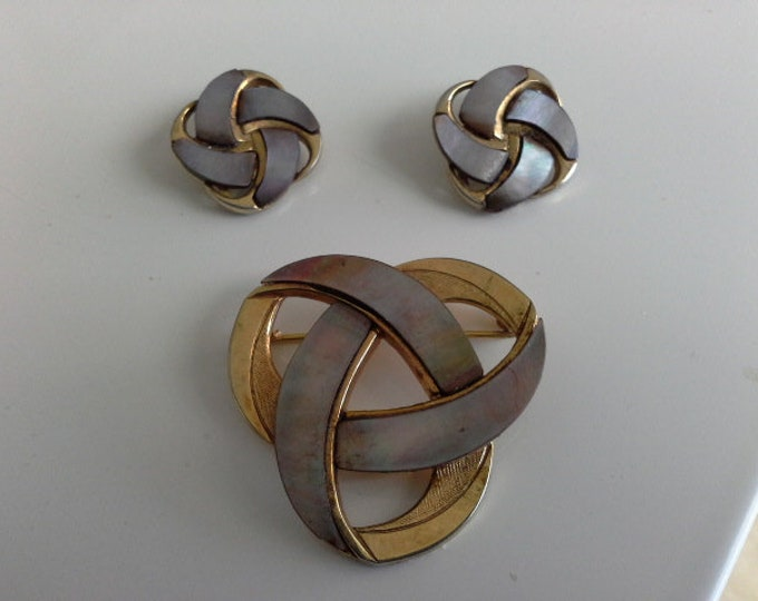 Ges Gesch Modernist Celtic Knot Brooch & Clip On Earrings Gold Tone with MOP Vintage Art Deco Signed