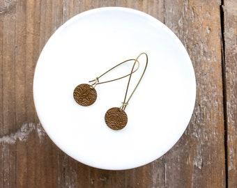 Bronze dangle earrings // trendy minimalist earrings // pressed pattern earrings // gold dangle earrings // antique bronze earrings
