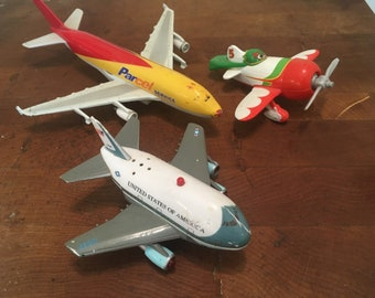 Lot of three toy airplanes