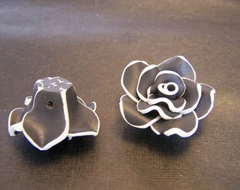 4 flowers polymer clay black and white 30mm