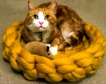 Super chunky merino wool Cat bed