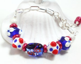 Patriotische Glasperle Armband mit Kette, Lampwork Armband, Fourth Of July, Gedenktag