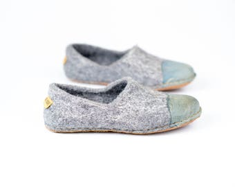 Rustic gray felted woolen shoes for women with denim natural edge leather toe caps, Handmade women wool slippers Gift for her, home shoes