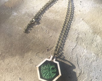 Monstera - embroidered mini hexagon hoop necklace