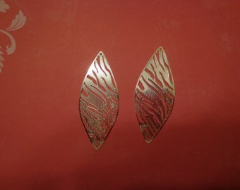 Light Weight Laser Lace, Brass Base Filigree Pendant, Earring Findings, Bright Silver Plated (2)