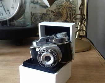 Camera collectible vintage 1955 the smallest of the world The world's smallest vintage 1955 collectible camera
