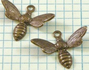 2 VINTAJ Busy Bee Charms - DP120