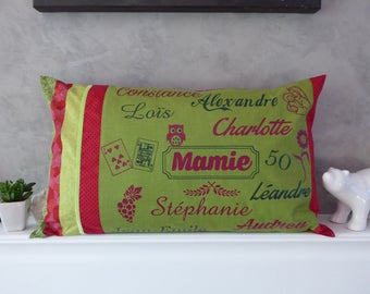 Cover personalized pillow, green and red with names, designs and the words in 65 x 40 cm