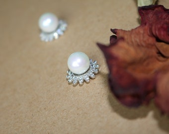 Fashion Jewelry Pearl Studs with Cubic Zirconia Flower Halo Earrings