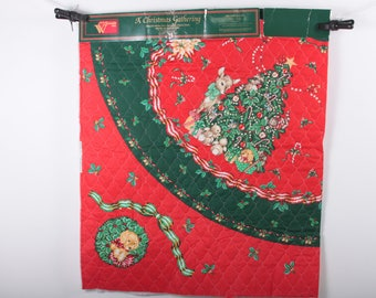 A Christmas Gathering, Tree Skirt, Quilted, Fabric, Vintage, Wamsutta, Holiday Decoration, Red, Green, 1 yard panel ~ The Pink Room ~ 170216