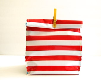 Oil cloth lunch bag in Candy Cane stripe/strawberries