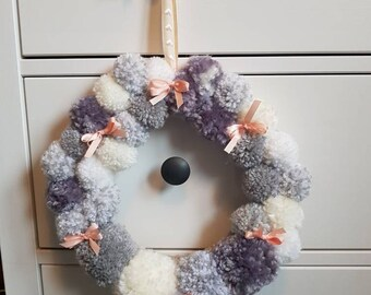 Pom pom wreath night light