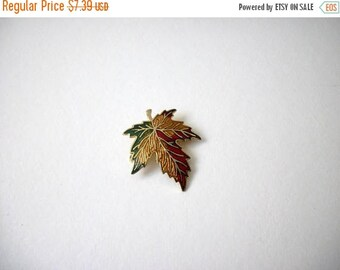 ON SALE Vintage Cloisonne Canadian Maple Leaf Pin 83017