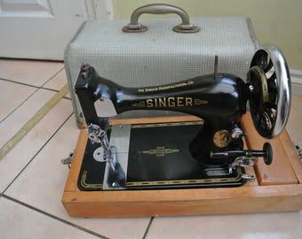 Singer 128 Vintage Sewing Machine