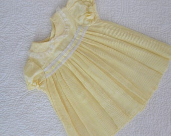 Light Yellow and White Floral Vintage Toddler Girls' Dress / Short Sleeve Baby Dress Sz 24 mo / Micro-Pleats & Lace Peter Pan Collar Sears