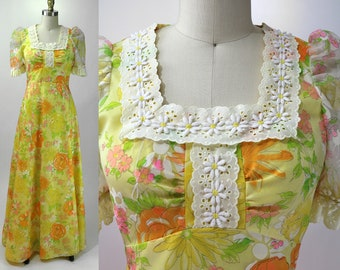 Vintage 1970s Yellow Floral Dress with Eyelet Trim / Size S / Small