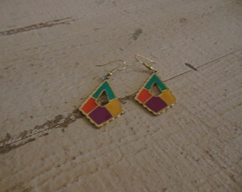 Multicolor dangle earring with gold accents.