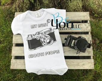 My mommy daddy aunt shoots people; baby gift; photography gift; photographer gift; new mom gift; camera shirt; baby shower gift