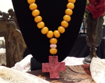 One strand beaded faceted yellow jade with center drop