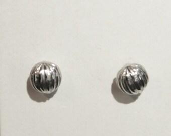 Vintage Avon Silver Plated Fluted Stud Pierced Earrings  (e)