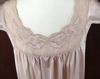 M / Nightgown / Nylon / Taupe / Long / Vintage / Medium