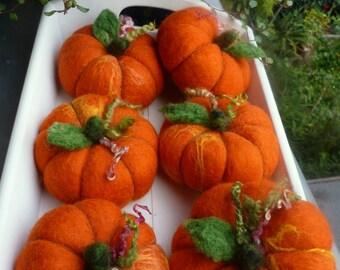 felt pumpkin... Autumn ...Halloween ;)